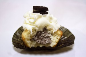 White Chocolate Oreo Cream Filled Cupcakes Bitten 2
