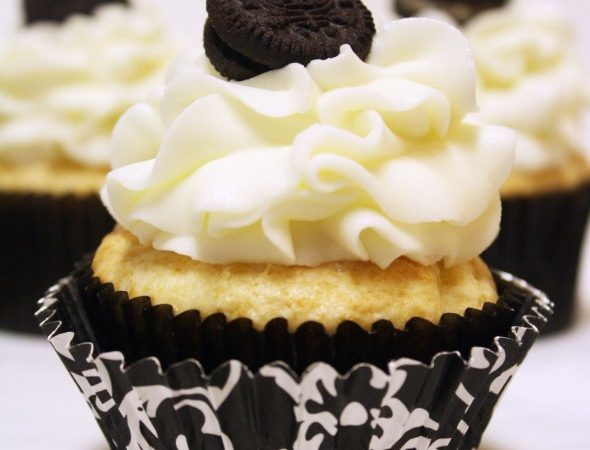 White Chocolate Oreo Cream Filled Cupcakes